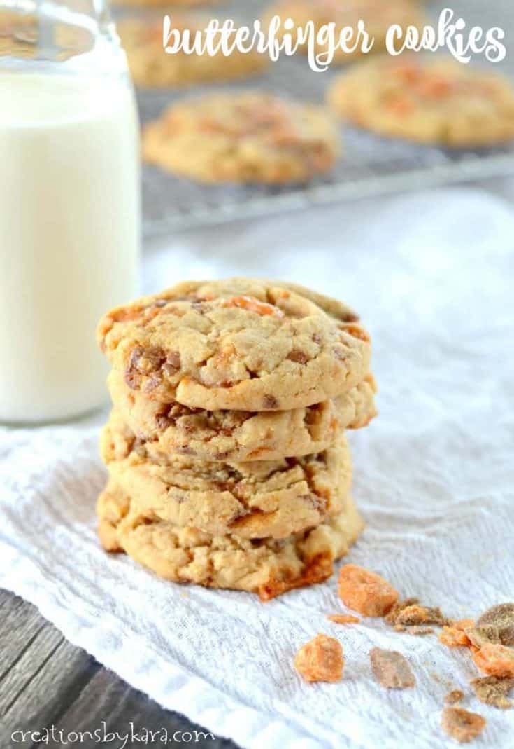 Butterfinger Cookies - these peanut butter cookies are loaded with chunks of Butterfinger. A peanut butter lovers dream! #butterfinger #peanutbutter #cookies