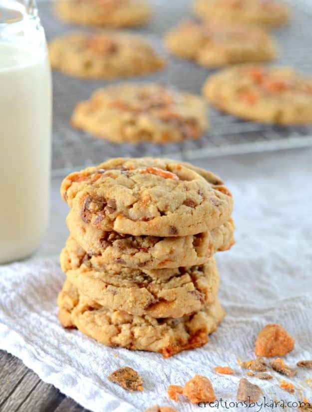 close up of peanut butter cookies with butterfingers