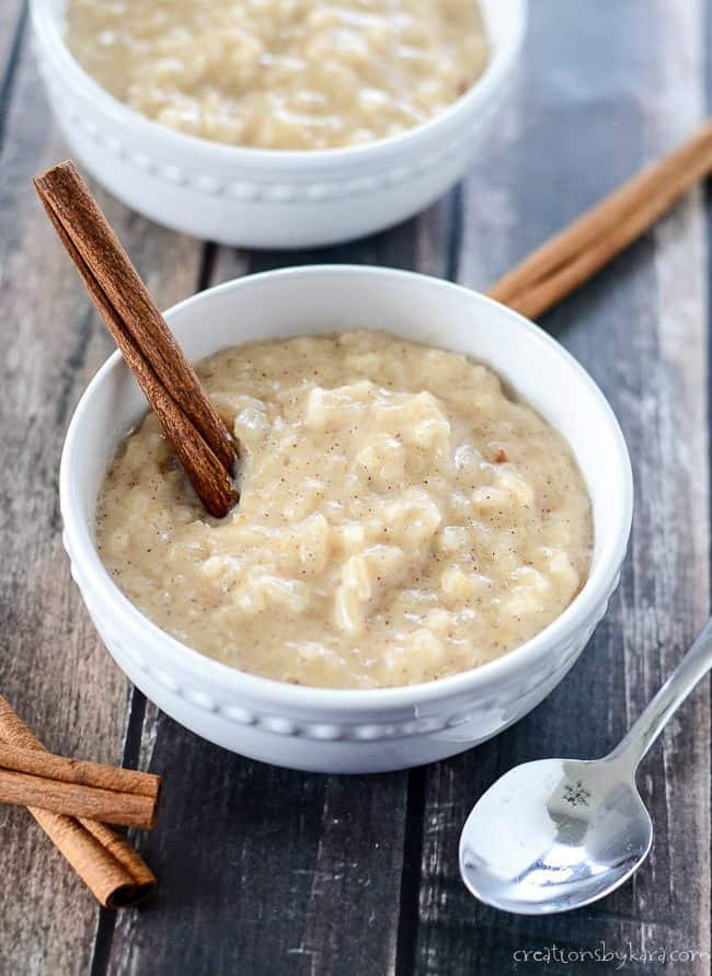 bowls of cinnamon rice pudding made in the crock pot
