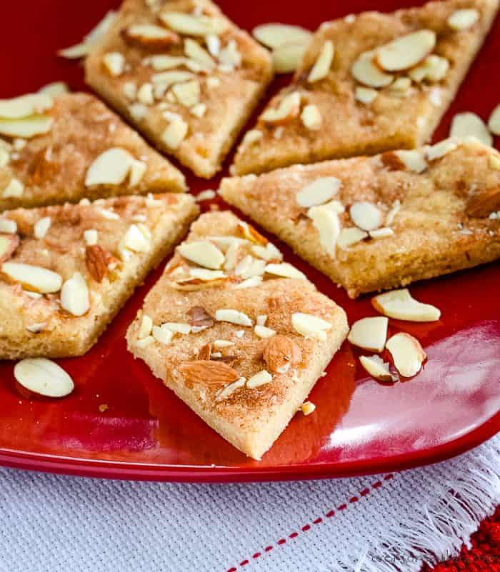 cinnamon sugar bars with sliced almonds