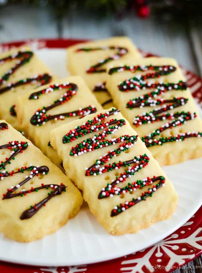 christmas shortbread cookies with sprinkles