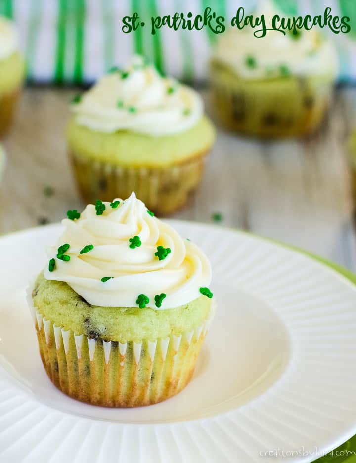 st patrick's day cupcakes title photo