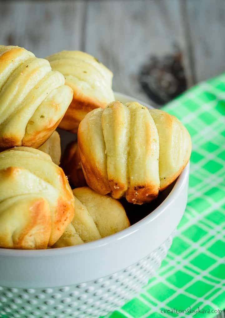 garlic butter rolls in a basket
