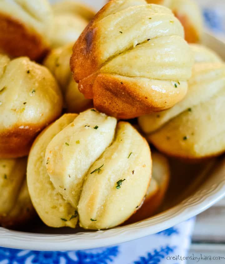 basket of hot garlic rolls