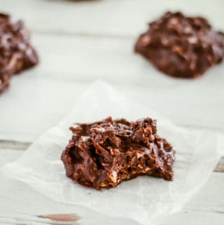 easy keto chocolate snacks with nuts and coconut